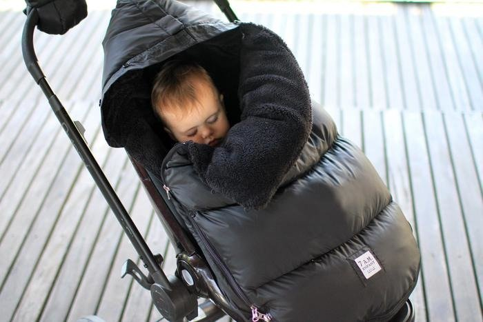7AM -  Sleeping bag for car seat and strollers PlushPOD Black Plush S/M