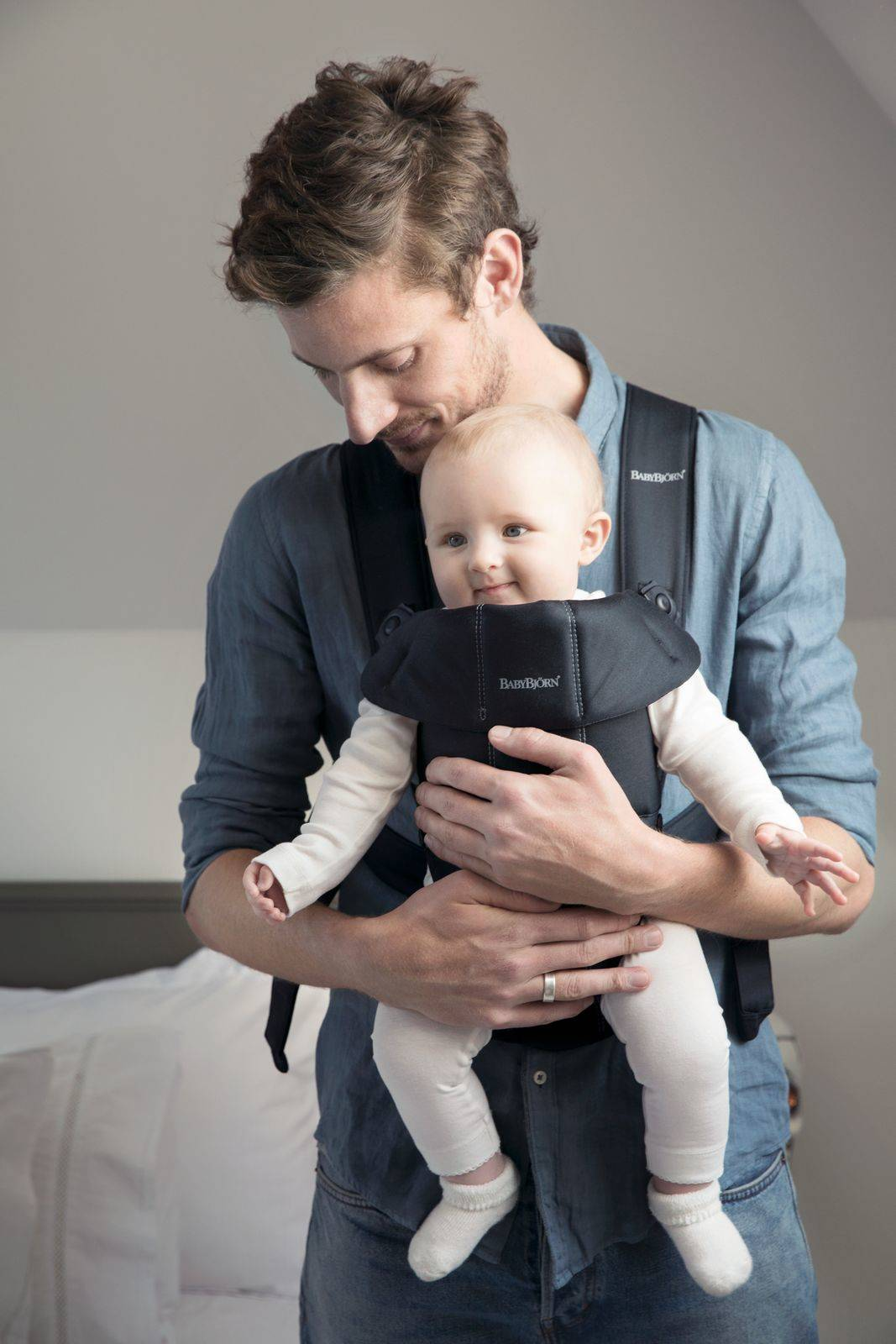 BABYBJÖRN - Baby Carrier MINI Cotton, Black