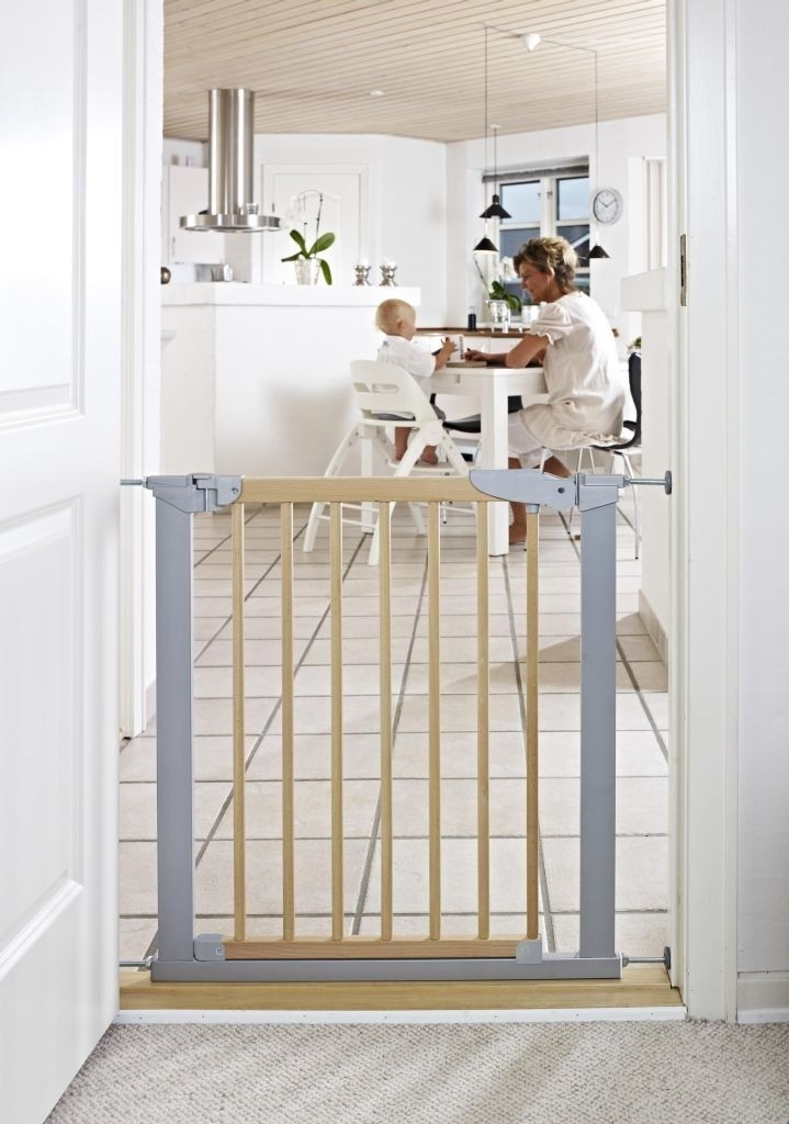 Baby Dan - Avantgarde Safety Gate, Beechwood + 4 extensions